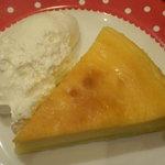 6260304 - ケーキセット(750円)のチーズケーキ