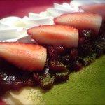 クレープ クランベリー - 宇治抹茶あずき苺です。お正月に食べたい『和風クレープ』です。
