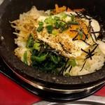 本場ソウルの味 味家 - 五菜と牛肉と石焼釜飯