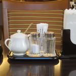 ホテル精養軒レストランラウンジ - 卓上調味料