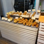 ブレッド エヌ - 店内のパン