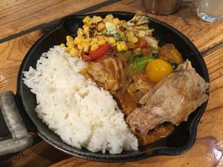キャンプエクスプレス 品川店 - 一日分の野菜カレー+炙りバターコーン
