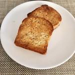 墨繪 - 紅茶バタートーストを軽くトースト。もう少し厚めにカットした方が中のモチモチ感が楽しめて◎です。