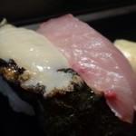 壱岐寿司 - *鯵・・今の時期は美味しいですね。 *鮑・・生ですのでコリコリ感があります。厚み・大きさも十分かと。