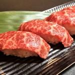黒毛和牛のサーロイン肉寿司(2貫)