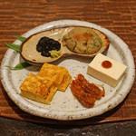 東白庵 かりべ - 八寸 その2 蕎麦焼き、自家製 海苔の佃煮、玉子焼き、海老の醤油焼き、豆腐 梅肉で