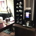 62609585 - 2017/2/12 モーニングで利用。                       バーラウンジには、コーヒーとカフェオレ、ティーパックが置いてあり、いつでもくつろげます!