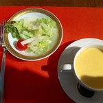 モンマルトル - セットのサラダ、スープ。