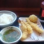 丸亀製麺 - 注文口で天丼用ごはんと注文し天ぷらは別ざらで