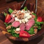 ABC 肉とワインのおいしい店 - ABCサラダ燻製鴨胸肉(780円)