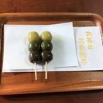 62617779 - 宇治茶の三色だんご 1本140円(税込)×2