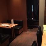 銀座 KAN - 店内奥(個室とテーブル席)