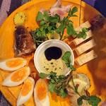 OUTDOOR STYLE KITCHEN 松の木食堂 - 燻製盛り合わせ     5点      ¥1580