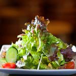 メソン デル プエルト - シンプルなサラダ 野菜のアンチョビ乗せ