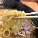 一村 - 麺は太麺!