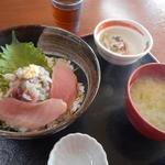 市場の食堂 金目亭 - 朝定食600円(※本日は鯵のタタキ丼)