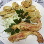 ゆきや荘 - 車海老とイカと野菜の天ぷら、昼食べた天ぷらとは天と地!もちろんこっちが天\(^o^)/