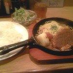 まんだりん - ポークソテー定食950円