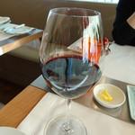 ブノワ - サンテミリオンでシャトー・デ・ローレ  2012年 グラス赤ワイン