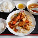 武龍 - 酢豚定食 630円