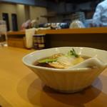 中華蕎麦 はる - 味玉入り中華蕎麦