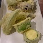 銀座木挽町うどん 太常 - 野菜てんぷら盛り合わせ 970円(税込)