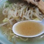 ふく寿 - スープは、濁り少なめの豚骨ベース