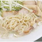 胡心房 - スープとの絡みが抜群にいい麺。