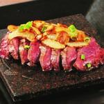 タパス&タパス - 牛ハラミの溶岩焼きステーキ