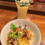 CafeBar Luz - ドリンクバーのグレープフルーツジュースとランチサラダ