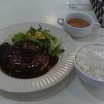 洋食屋キッチンKAZU - 洋食屋さんのハンバーグ