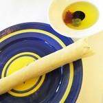 62652823 - 1702 バジコリ 本日のピッツァ(キノコとハム)@1,450円 前菜のグリッシーニ