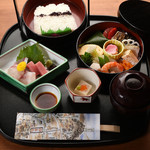 京料理 萬長 - 女性に人気!豪華な手桶に美味しいものが満載『つれづれ弁当』梅