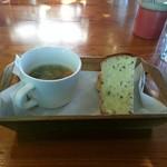 チャヤ ジャルディーノ シロヤマ - スペシャルセットのスープとパン