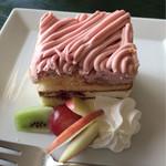 62657089 - 本日のケーキ(いちごクリームモンブラン)