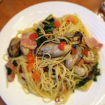 pasta & pizza  SANTINI - 牡蠣とほうれん草のペペロンチーノ@1,200