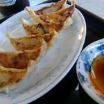 横濱一品香 - 餃子は小振りです。形が良いですね。