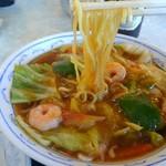 横濱一品香 - 麺はこんな感じです。