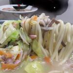 天鼓  - 麺はもっちりツルツル。