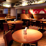 gigas Oyster Spot Bar - ソファー席もある喫煙席(時間帯によっては禁煙です)