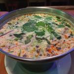 62662785 - トムカーガイ                       鶏肉のココナッツスープ