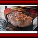 WINE×鉄板料理 ば~る - 料理写真:迫力満点のステーキです。
