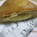 エス・ブーランジュリー - クリームパン、カット!