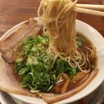 神戸ラーメン 第一旭 - ストレートの細麺です♪