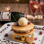 WINE×鉄板料理 ば~る - 料理写真:記念日のデコレーションパンケーキ。コースまたはセットに付けると¥1500です(通常2200)