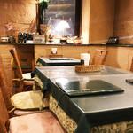 インド料理 ショナ・ルパ - 店内は落ち着いてますが普通です。(^○^)