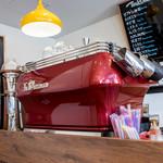 ライトハウスコーヒー - ラ・マルゾッコのマシンが鎮座。