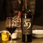 ギャロ ガレージ - グラスの赤ワイン