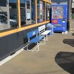 ラーメン福たけ - 店外の喫煙スペース