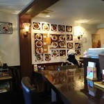 洋食屋グリルCoCCo - 店内 カウンターとテーブルが4席ほど